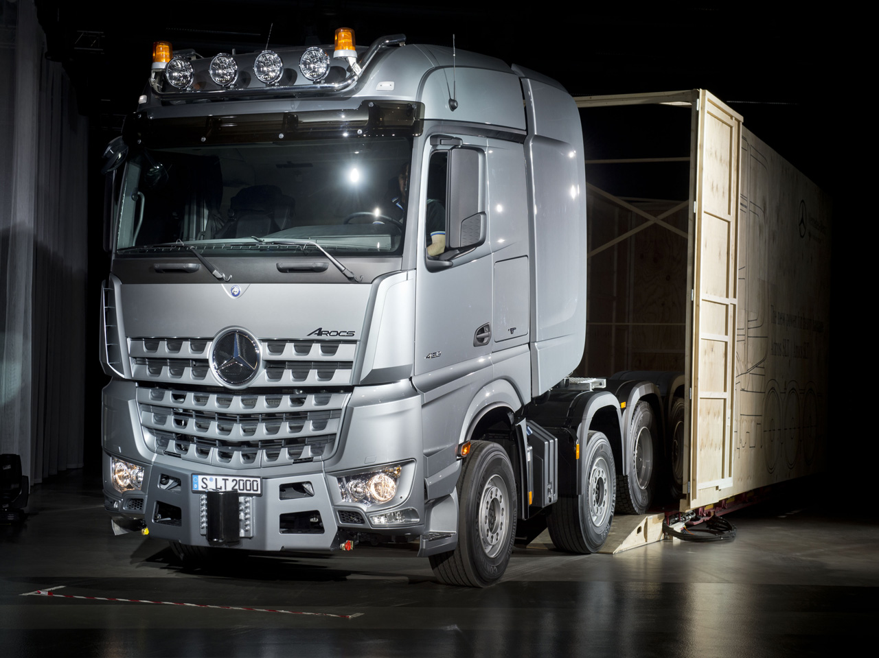mercedes benz arocs schwerlasttransporte bis 250 tonnen bei ihrem mercedes benz partner rosier. Black Bedroom Furniture Sets. Home Design Ideas